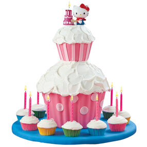 Hello Kitty Candle Cake & Cupcake