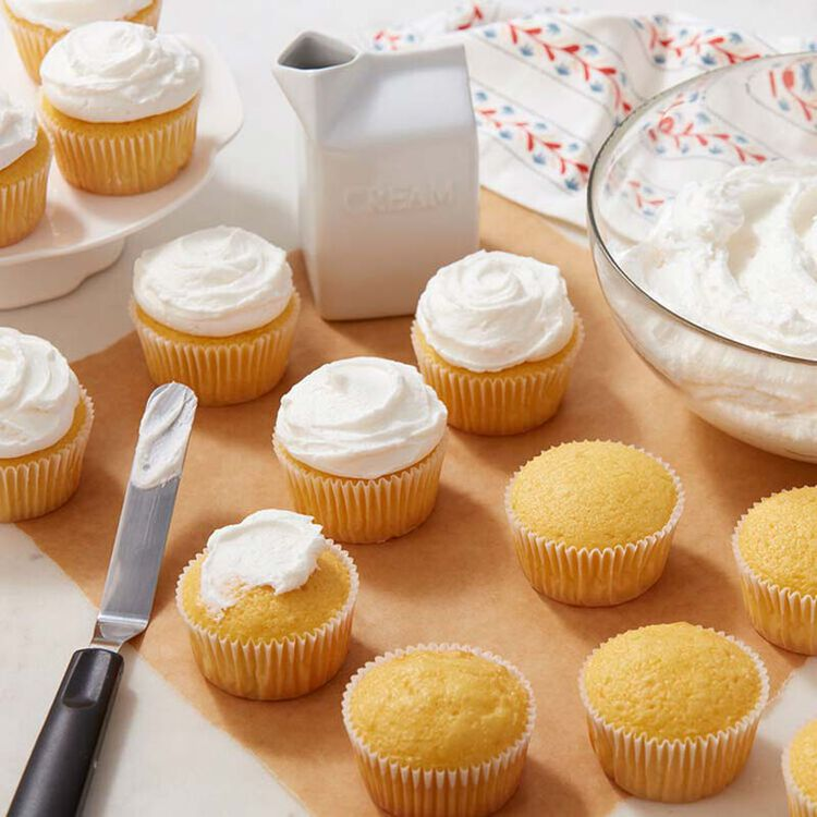 Vanilla Cupcakes with Fluffy Buttercream Frosting
