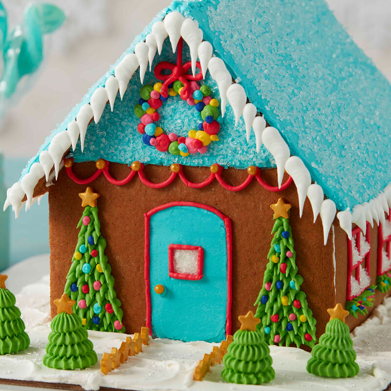 How to Pipe Icicles on a Gingerbread House image number 2