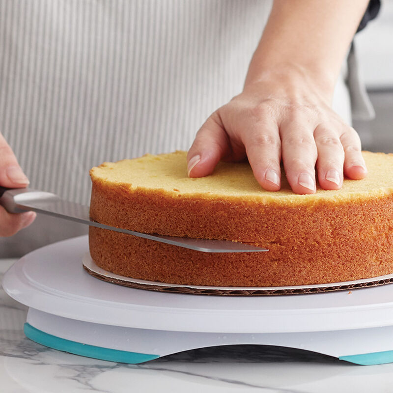 How to Level and Torte a Cake
