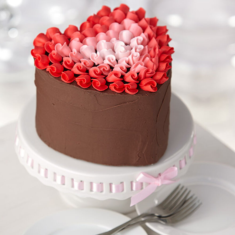 Surrounded by love heart cake wilton for Decoration layer cake