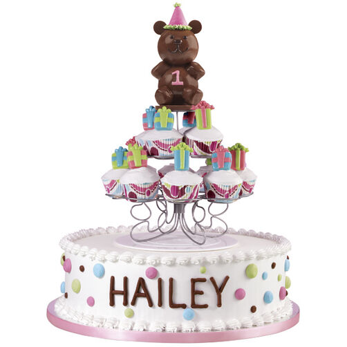 Gifting Grizzly Cake & Cupcakes