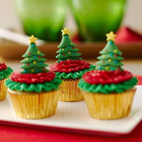 Mini Cupcakes Topped with Christmas Trees