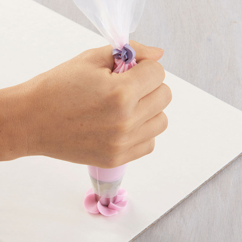 How to Pipe Swirl Drop Flowers image number 3