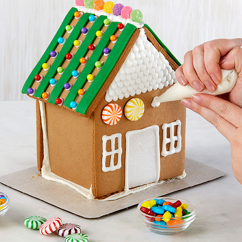 How to Attach Candy to a Gingerbread House image number 0