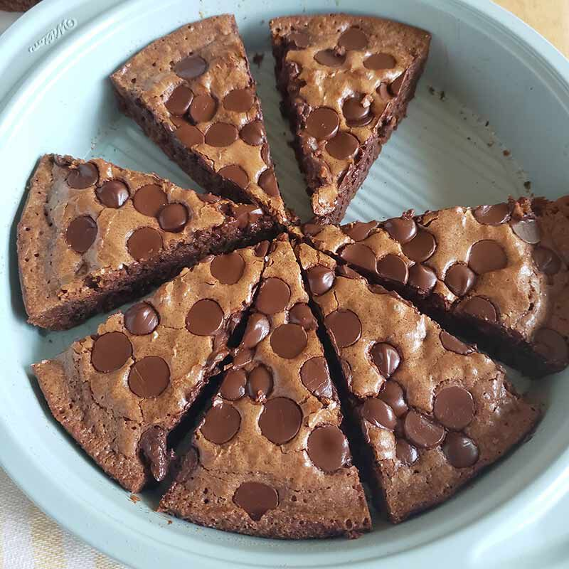pan of brownies with chocolate chips