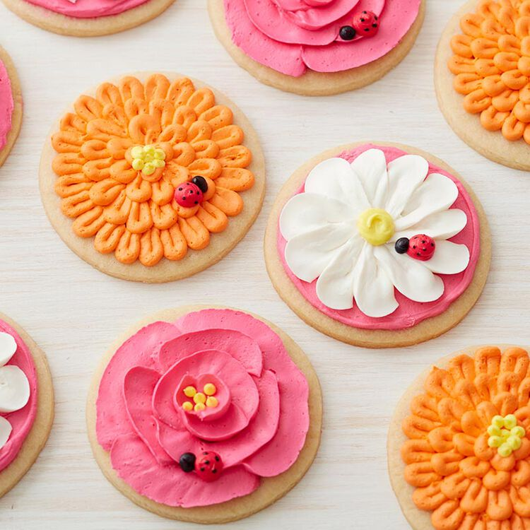 Round cookies decorated with buttercream flowers