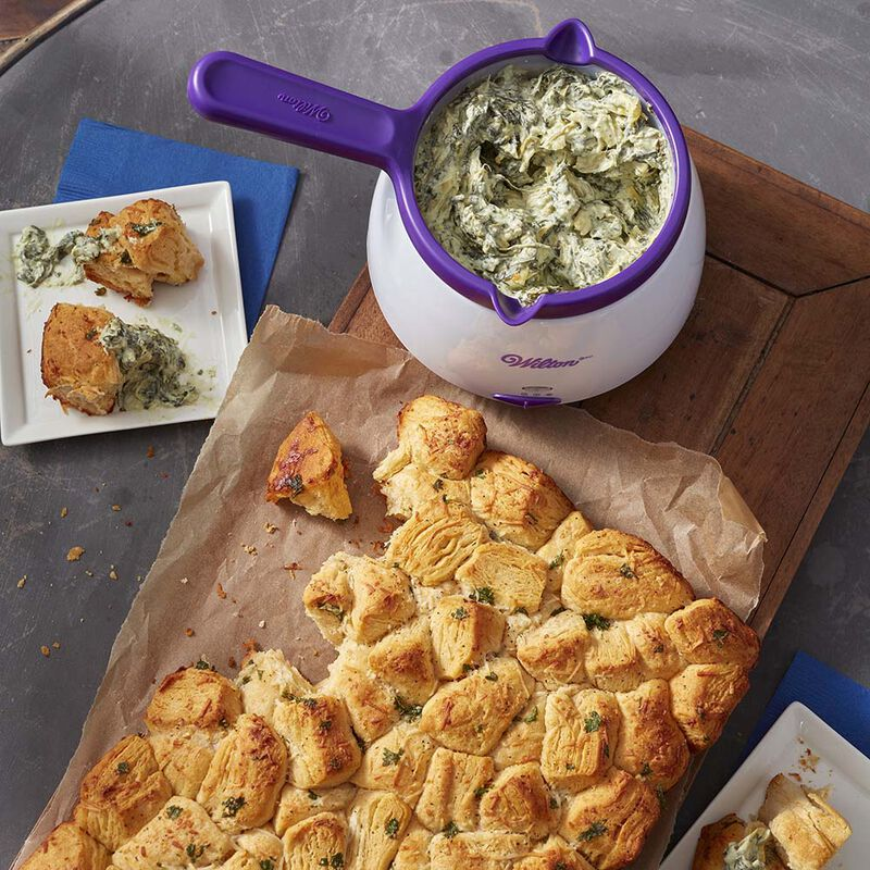 Garlic Pull-Apart Bread and Spinach Artichoke Dip image number 0