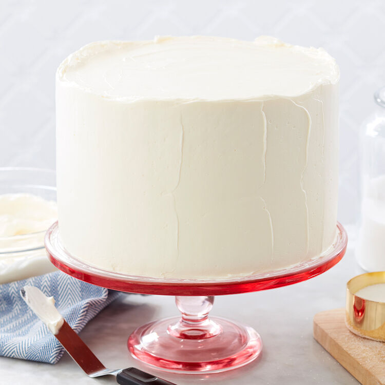 Round cake with white vanilla swiss meringue buttercream frosting