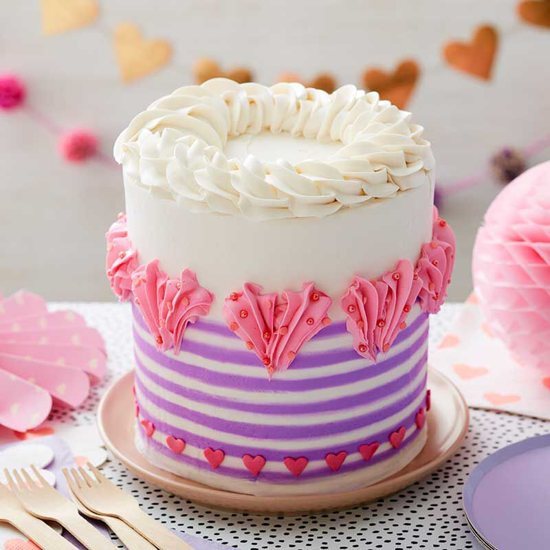 How to Pipe a Buttercream Heart image number 4