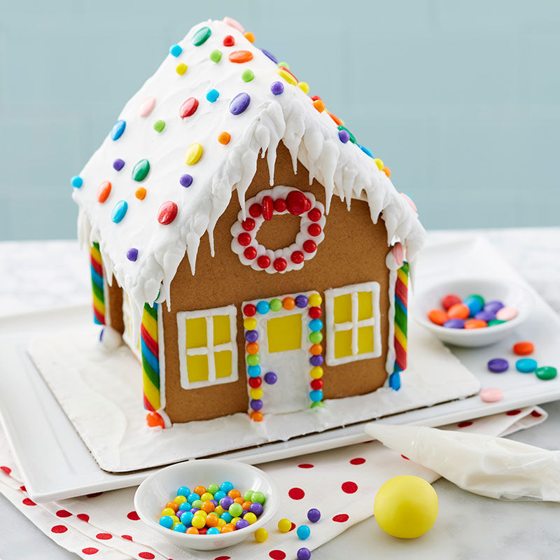 How to Ice a Smooth Gingerbread House Roof image number 2