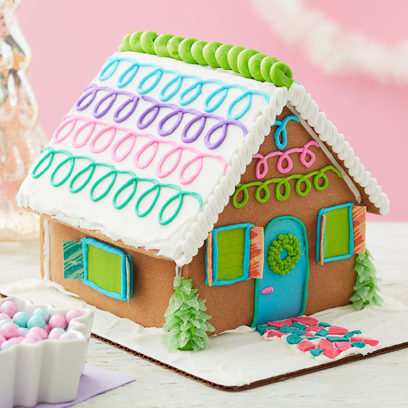 How to Pipe Loops on a Gingerbread House image number 1