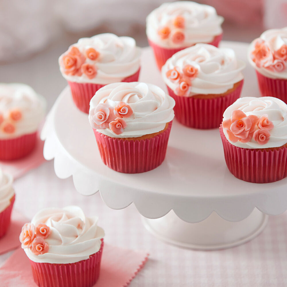how to ice mini wedding cakes pink cupcakes rosy pink cupcakes wilton 15755