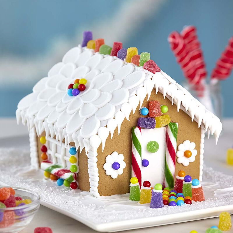 Small and Stylish Gingerbread House image number 0