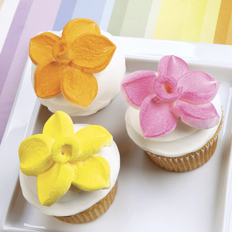Marshmallow Petal-Topped Cupcakes image number 0