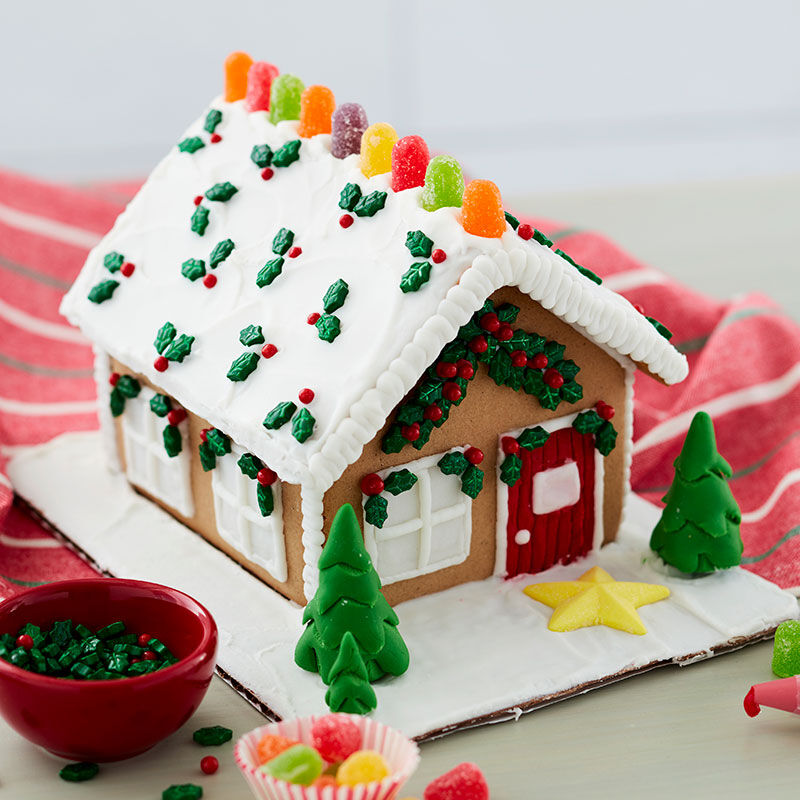 How to Ice a Gingerbread House Roof with a Spatula image number 1