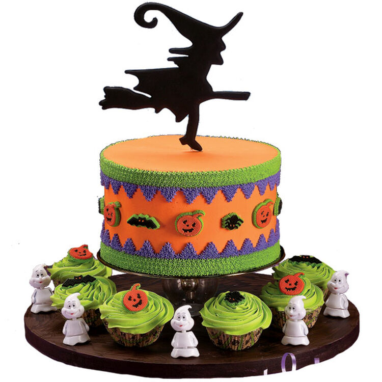 Circle of Sorcery Cake and Cupcakes