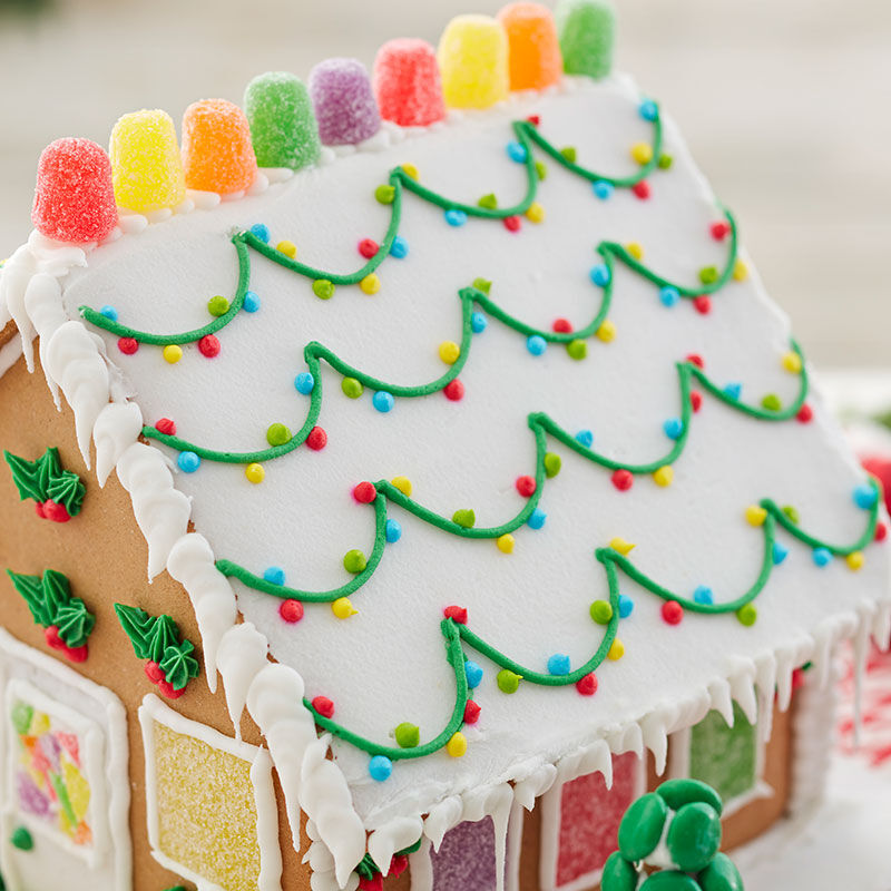 How to Ice a Smooth Gingerbread House Roof image number 1