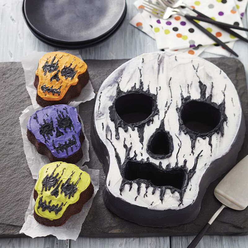 Creepy Skull Cake image number 1