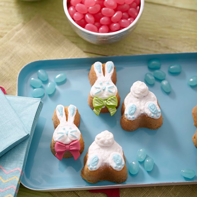 Bunny's Easter Entrance Mini Cakes image number 0