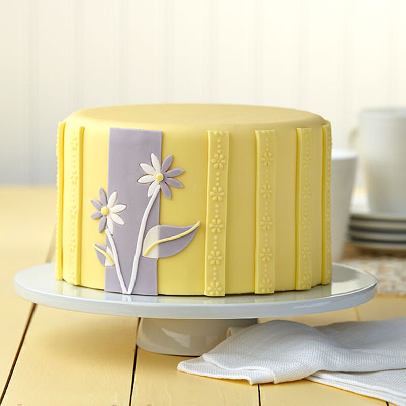Dual-Toned Daisies Cake image number 0