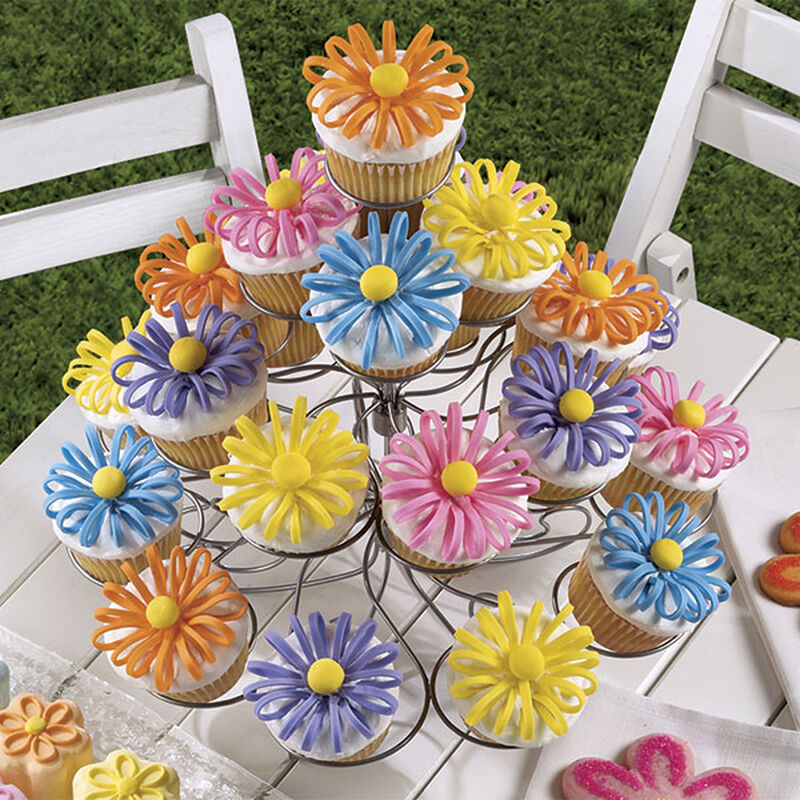 Puffed-Up Petals Cupcakes image number 0