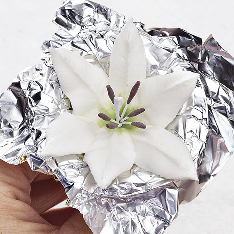 Royal Icing Lily image number 0