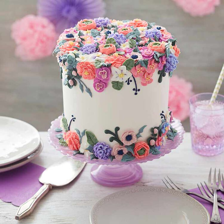 Cake piped with buttercream blossomed flowers