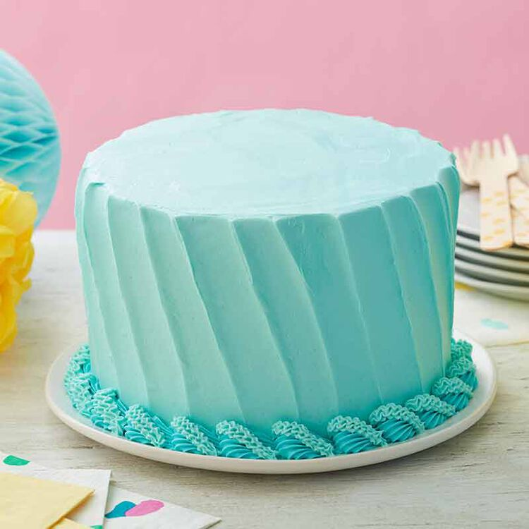 buttercream cake with shell borders