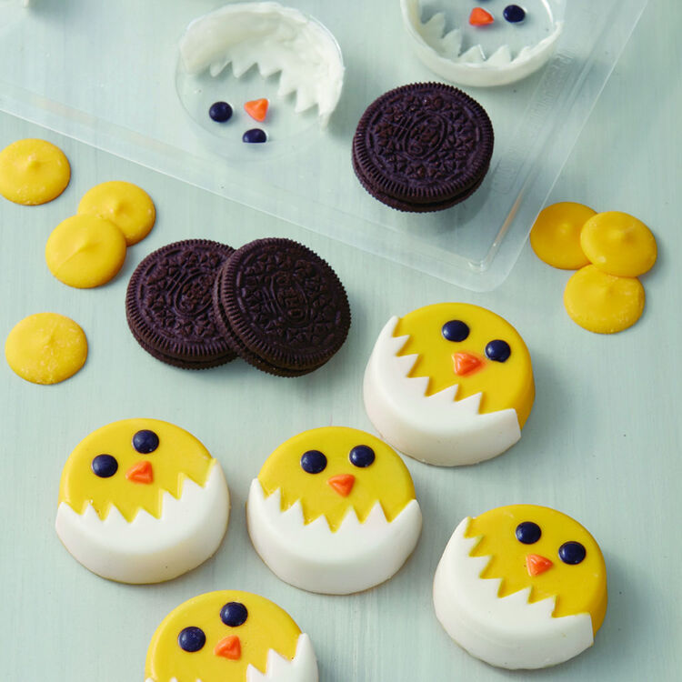 Candy Melts Covered Sandwich Cookies to Look like Chicks