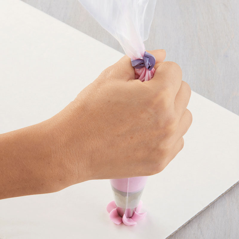 How to Pipe Swirl Drop Flowers image number 2