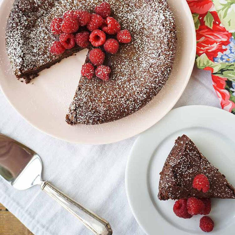 flourless chocolate cake with fresh raspberries