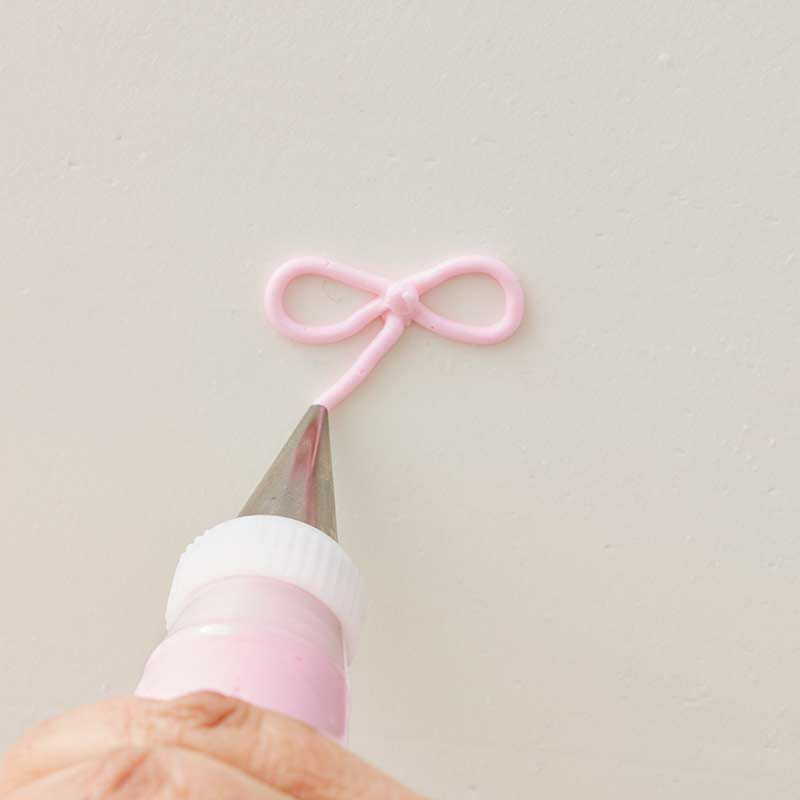 how to pipe a buttercream bow image number 4