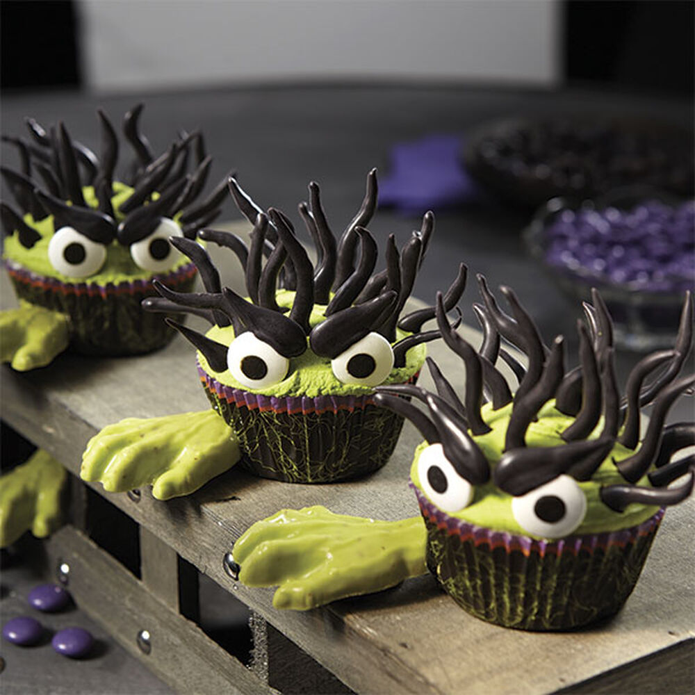 Halloween monster cupcakes with candy hands wilton - Halloween decorations for cupcakes ...