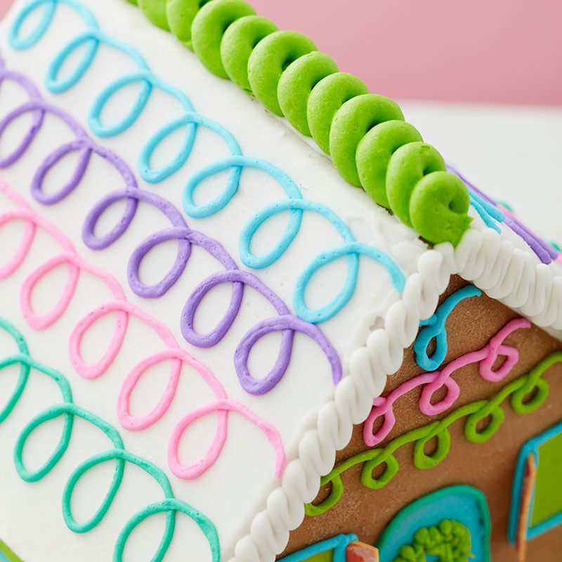How to Pipe Loops on a Gingerbread House image number 0