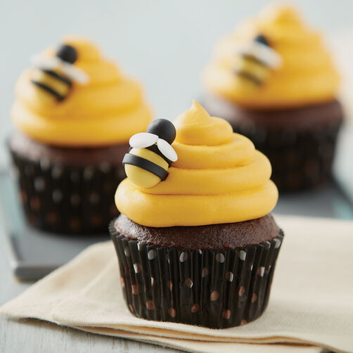Sweet as a bee chocolate cupcakes wilton for Kitchen accessories cupcake design