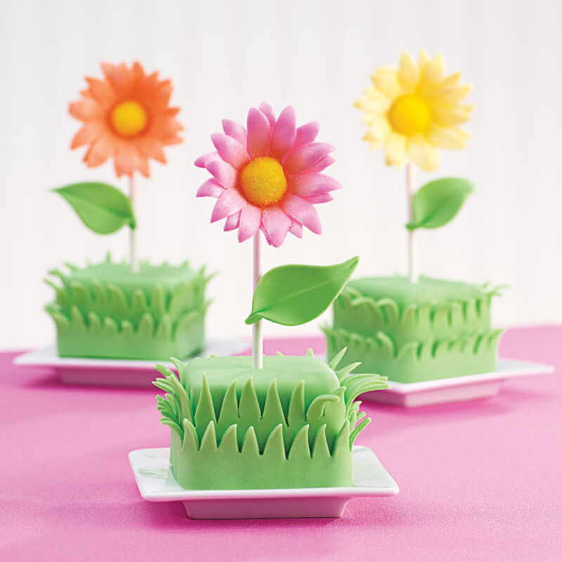 Sunbeam Blossoms Mini Cakes image number 0
