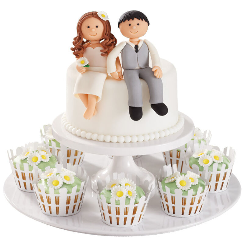 Country Couple Cake & Daisy Cupcakes image number 0