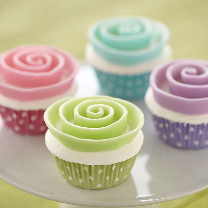Two-Tone Candy Clay Ribbon Flower Cupcake image number 0