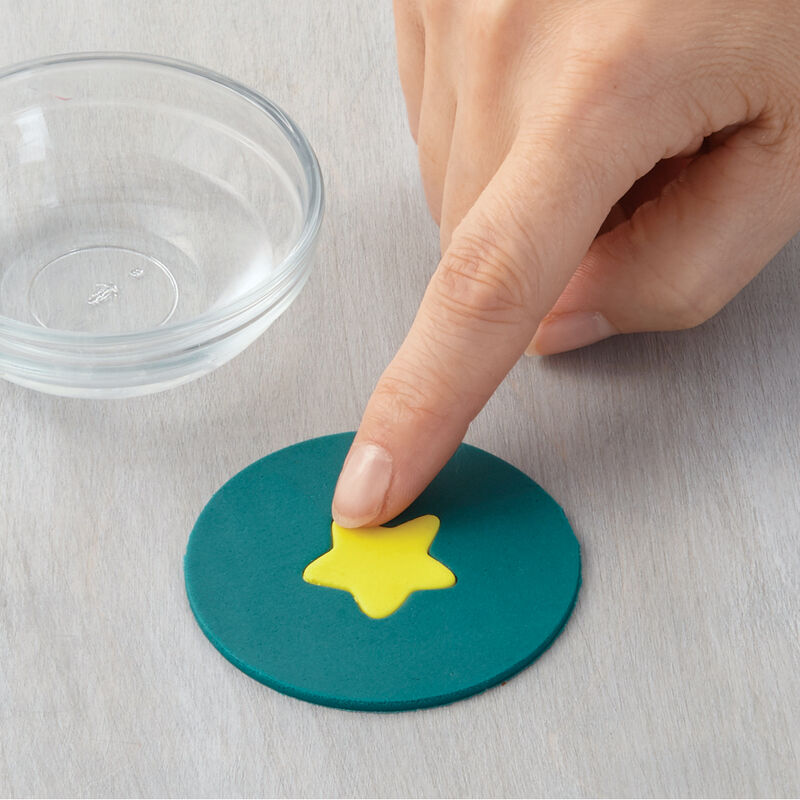 How to Make a Fondant Inlay image number 0
