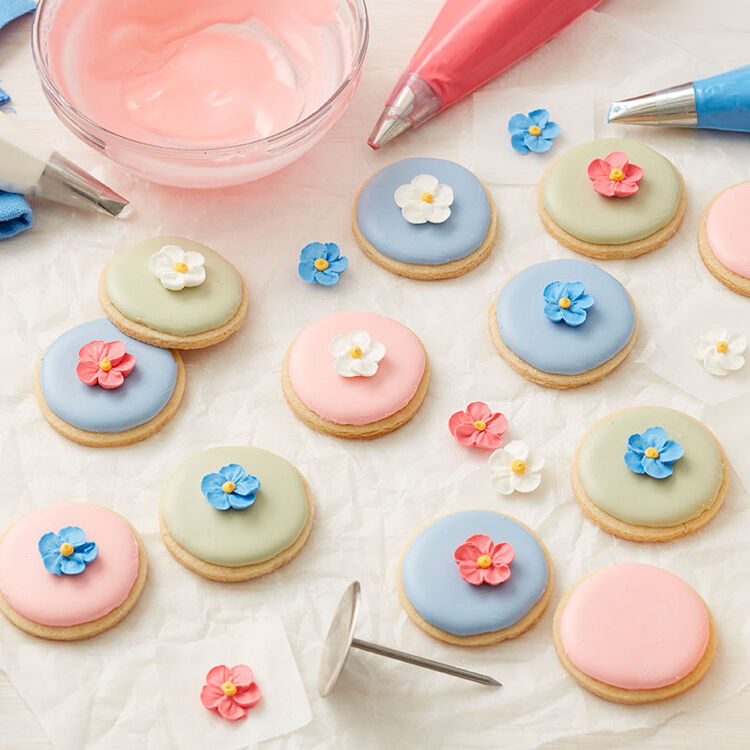 Forget Me Not Royal icing Flowers on cookies