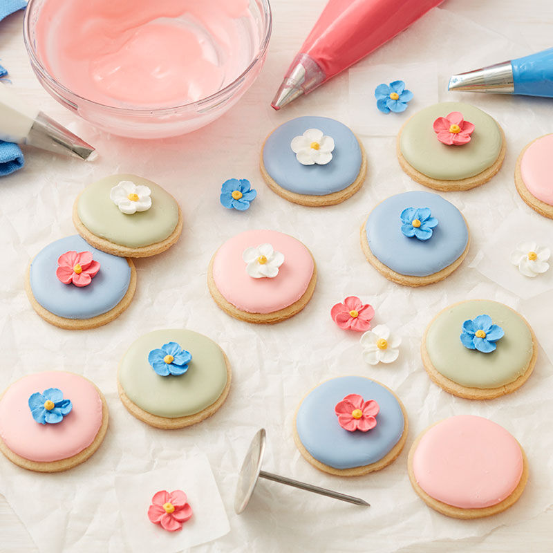 Forget Me Not Royal icing Flowers on cookies image number 0