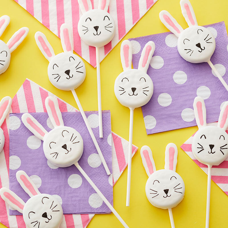 White candy melts cookie pops with bunny face and ears image number 0