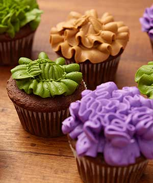 8 Way to Decorate Cupcakes Using the Leaf Tip