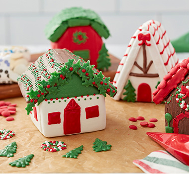 Traditional Gingerbread House Decorating Ideas