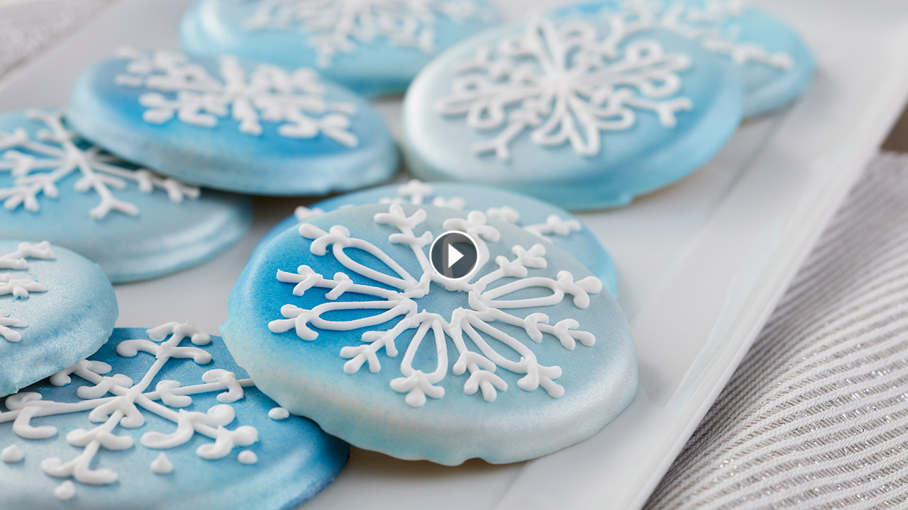 How to Make Christmas Snowflake Cookies