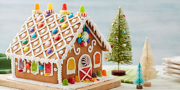 Wilton Gingerbread House decorated