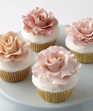 Watch this video on making gum paste roses